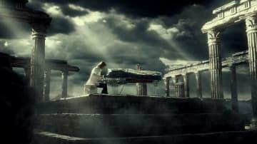 YOSHIKI、古代神殿跡を舞台に情熱的なスーモマーチをピアノで演奏! SUUMOの新CMに降臨!