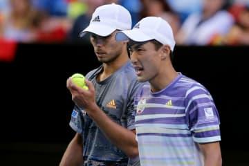 「ATPカップ」でのマクラクラン(左)と添田(右)