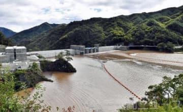 台風19号による大雨で急激に水位を上げた八ツ場ダム=昨年10月13日