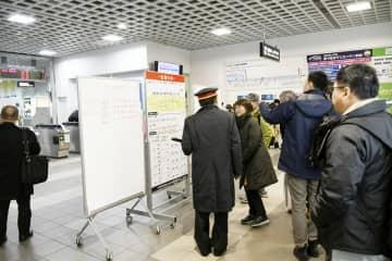 特急が運休となり混雑するJR福井駅=1月8日午後2時50分ごろ