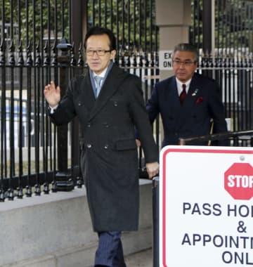 日米韓高官協議に出席した北村滋国家安全保障局長(手前)=8日、米ワシントン(共同)