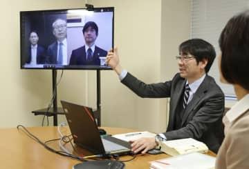 民事訴訟手続きの「ウェブ会議」のデモンストレーション=9日午後、東京地裁(代表撮影)