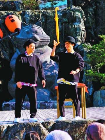 濱口さん(徳島市出身)ら小松島で大道芸披露