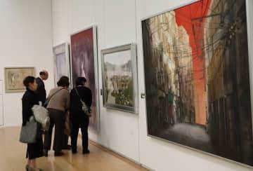 多彩な秀作が並んだ県選抜作家美術展=長崎市、県美術館
