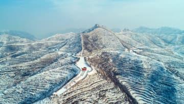 太行山の段々畑が雪化粧 河北省渉県