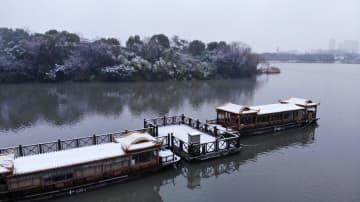 雪化粧した翡翠湖風景区 安徽省合肥市