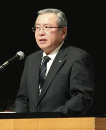 中央委員会であいさつする全トヨタ労連の鶴岡光行会長=10日午後、愛知県豊田市
