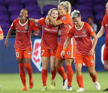 Kealia Ohai, second from left, celebrates with her teammates after scoring a goal during the Houston Dash's game versus Orlando Pride on June 27, 2018. - Stephen M. Dowell/Orlando Sentinel/TNS