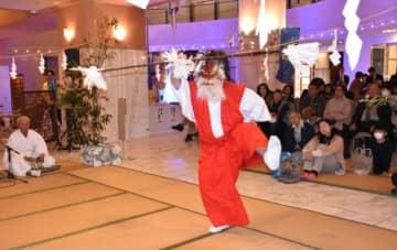 激しい舞や軽快な太鼓で多くの宿泊客を魅了した大塚八幡神社神楽の「白海」=10日午後、宮崎市・宮崎観光ホテル