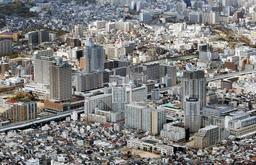 阪神・淡路大震災の復興まちづくり事業として唯一続いていた再開発事業が完了する見通しとなった新長田駅南地区周辺=神戸市長田区
