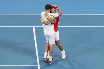 「ATPカップ」でのカレーニョ ブスタ(左)とナダル(右)