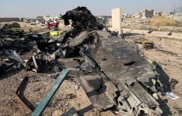 イラン・テヘランの空港離陸後に墜落したウクライナの旅客機の残骸=8日(ゲッティ=共同)