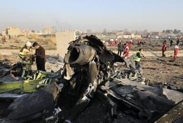 イラン・テヘランの空港離陸後に墜落したウクライナの旅客機の残骸=8日(AP=共同)