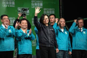 台湾総統選、蔡氏が再選 与党は議会過半数も維持