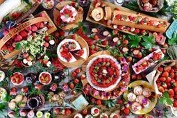 デザートビュッフェのスイーツやイチゴ