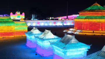 氷雪とイルミネーションで古建築を再現 遼寧省瀋陽市