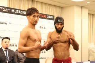 武蔵の愛弟子・麻原(左)はA1世界王者ドウリャ(右)と対戦