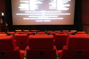 見ないと損する? 女性はエンドロールまで映画鑑賞する人が多数