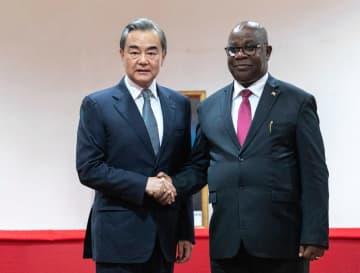 王毅氏、ブルンジ外相と会談 互恵協力の深化で一致