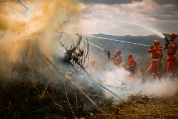 雲南省、森林・草原火災に備え消防訓練を実施