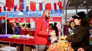 各国の年越し用品が一堂に 貴州省貴陽市で販売イベント始まる
