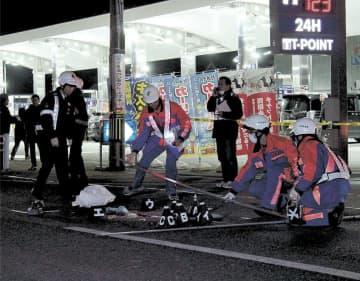 男性がひき逃げされ死亡した事故現場=12日午後7時30分ごろ、石巻市