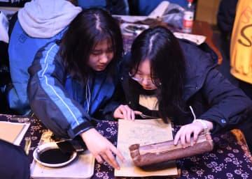 年画の制作技法受け継ぎ新年を迎えよう 湖南省長沙市