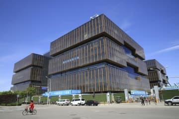 中国北京市で建設中のアジアインフラ投資銀行の建物=2019年5月(ロイター=共同)
