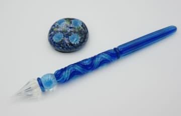 大分刑務所の受刑者が製作しているガラスペンとペン置き