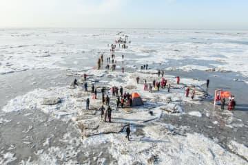 遼寧省盤錦市で氷雪の上を闊歩する大会開催
