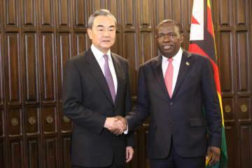 王毅氏、ジンバブエのモヨ外務・国際貿易相と会談