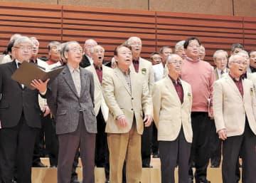 参加者が歌声を披露した合唱まつり