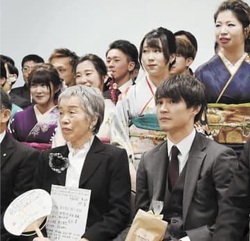 震災時に励ましてくれた小学生の成人祝う 気仙沼の女性、熊本訪問