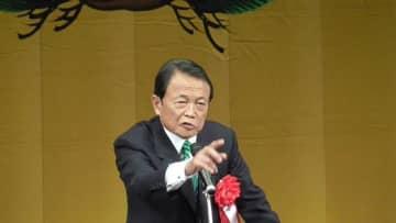 """「パクられたら名前が出る」新成人に""""逆質問""""も…麻生太郎副総理が贈った""""ハタチになること""""の全容"""