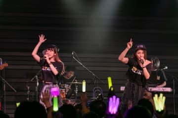 吉川友[ライブレポート]ぱいぱいでか美とともに新曲「都会のオンナ」をラップで初披露!