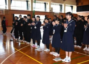 山田中を訪れた秋田県潟上市の中学生