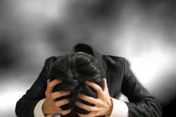ブラック企業のパワハラ発言「退職するなら損害賠償しろ」「俺が黒と言えばすべて黒になるんだ」