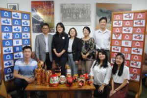 本研修に参加する佐藤さん(前列左)と村上さん(前列右から2人目)と福島県人会の役員ら