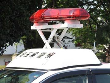 軽乗用車がガードレールに衝突、同乗の妻死亡