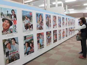 「寅さん」の歴史たどる 映画全50作のポスター展示