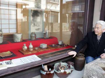 朝ドラ着想元、陶芸家神山さんの作品展示 古信楽の温かな風合い