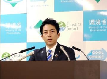 時事通信 記者会見する小泉進次郎環境大臣(1月14日、環境省)