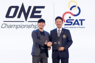ONEタイ社長のジティナット氏(左)とタイのプロスポーツ開発およびボクシング部長のタヌキアット氏(©ONE Championship)
