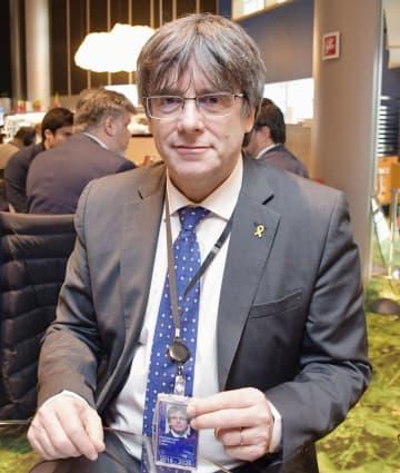 14日、フランス・ストラスブールのEU欧州議会で、インタビューに応じるスペイン・カタルーニャ自治州のプチデモン前州首相(共同)