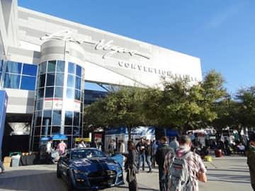 CES 2020が開催された米ラスベガス・コンベンションセンター。メイン会場の入口のほかにも至る所にデモカーなどオートモーティブ関連の出展が埋め尽くす