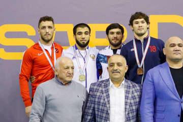 ウズベキスタン選手としてのデビューを飾ったイリャス・ベクブラトフ(左から2人目)=トルコ協会HPより