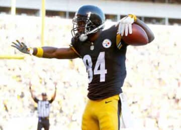 PITTSBURGH, PA - NOVEMBER 15: Antonio Brown #84 of the Pittsburgh Steelers scores a 2-point conversion during the 2nd quarter of the game against the Cleveland Browns at Heinz Field on November 15, 2015 in Pittsburgh, Pennsylvania.