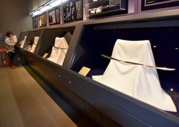 佐野美術館所蔵の名刀が並ぶ一関市博物館の新春名品展