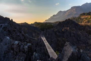 壮大な絶景に圧倒!メコン川流域に広がる石灰岩の断崖 ラオス