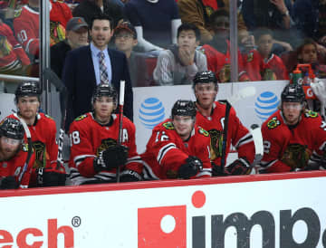 Chicago Blackhawks head coach Jeremy Colliton yells out to his players during a game against tne New York Islanders on December 27, 2019. - John J. Kim/Chicago Tribune/TNS